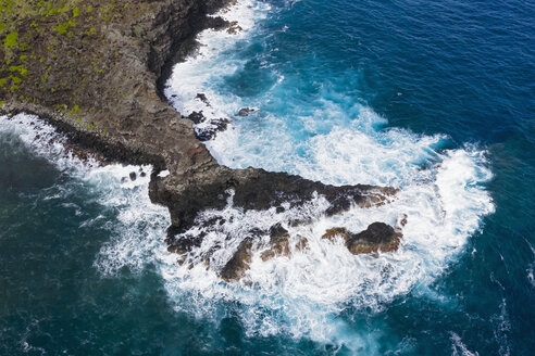 Overhead view over Pacific Ocean and West Maui Mountains, Maui, Hawaii, USA - FOF10735