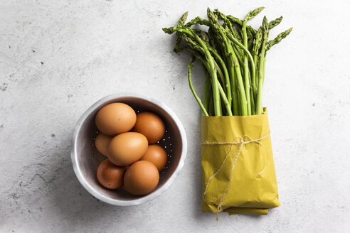 Asparagus and eggs - GIOF06314