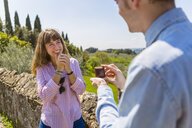 Young man proposing to his girlfriend in Florence, Tuscany, Italy - MGIF00441