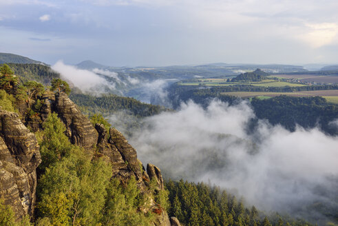 Germany, Saxony, Elbe Sandstone Mountains, view from the Schrammsteine viewpoint  to the Elbe River and Elbe Valley - RUEF02208