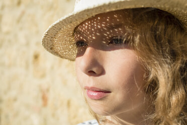Girl with straw hat, Tuscany, Italy - OJF00339