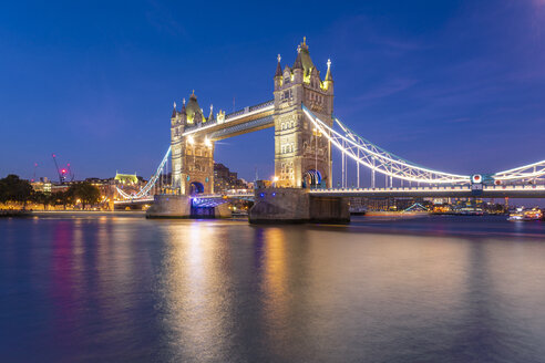 UK, London, illuminated Tower Bridge at night - TAMF01444