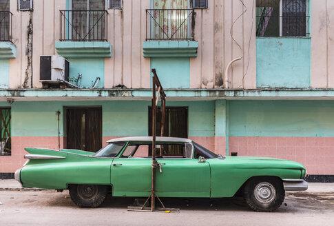 Parked green vintage car, Havana, Cuba - HSIF00607