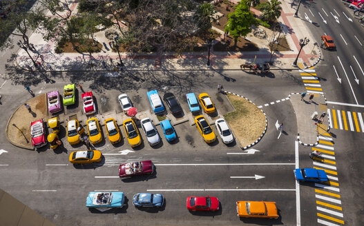 View to street withcars, Cocotaxi and  carriage from above, Havana, Cuba - HSIF00640