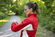 Female mature jogger in the forest - FLLF00210