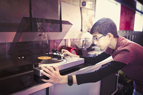 Mixed Race boy playing vinyl record on turntable - BLEF04567