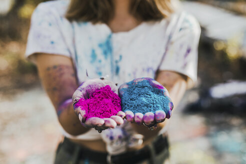 Girl holding Holi powder colours, Germany - VGPF00032