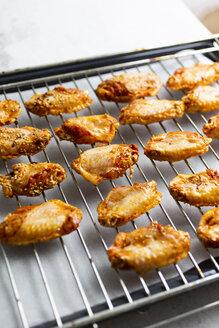 Preparing of spicy chicken wings, grid - GIOF06374