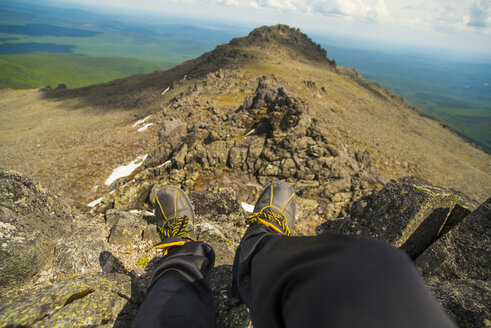 Legs at the edge of mountain - BLEF04730