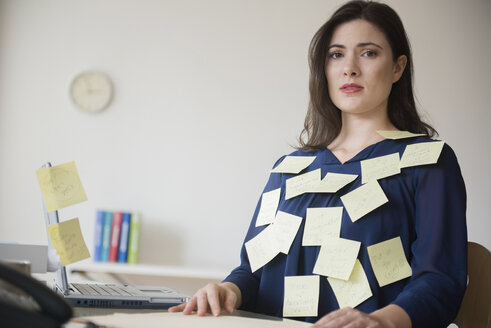 Blouse of stressed Caucasian businesswoman covered with adhesive notes - BLEF05081