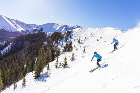 Couple skiing on snowy mountain slope - BLEF05486