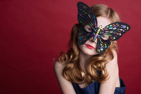 Close up of Caucasian girl wearing butterfly mask - BLEF05705