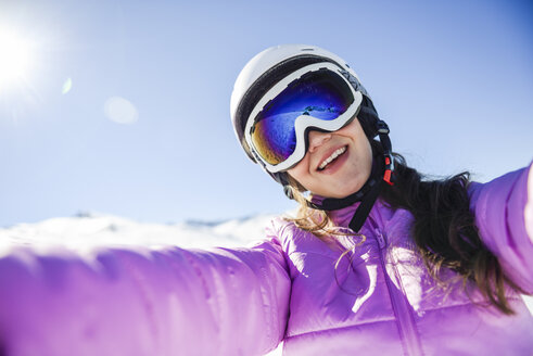 Selfie of happy young woman in ski clothes - JSMF01114