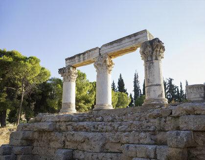 Tempel E Korinth, korinthische Säulen, Octavia Tempel, archäologische Ausgrabungsstätte antikes Korinth, Argolis, Peloponnes, Griechenland - MAMF00708