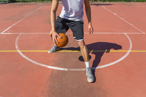 Young man playing basketball - MGIF00490