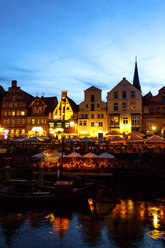 Lighted gable houses at Stint market, Lueneburg, Germany - PUF01563
