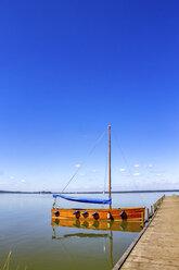 Sailing boat moored at jetty, Steinhuder Meer, Steinhude, Germany - PUF01575