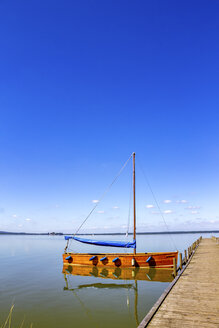 Sailing boat moored at jetty, Steinhuder Meer, Steinhude, Germany - PUF01575