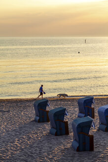 View to the beach at sunset, Kuehlungsborn, Germany - PUF01593
