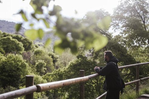 man in the forest/SPAIN/GRANADA/MONACHIL - LJF00078