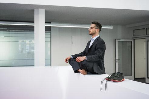 Deutschland, Rechlinghausen, Business, Büro, Plandid, Mann, 37 Jahre, Tänzer, Sportler - MOEF02195
