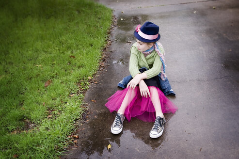 Caucasian girl wearing sneakers and tutu in puddle - BLEF06615