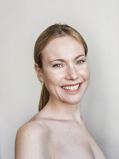 Portrait of smiling woman, strapless, white background - PNEF01518