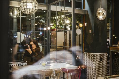 paparazzi working at ight/SPAIN/GRANADA - LJF00102