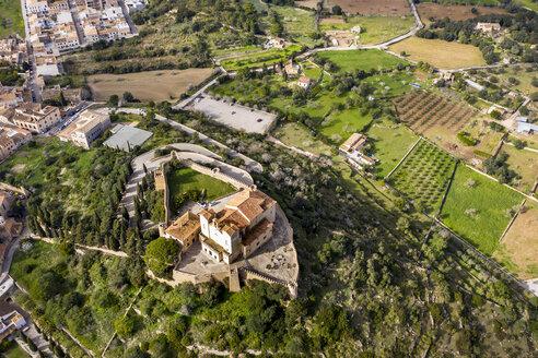 Luftaufnahmen, Spanien, Baleen, Mallorca, Arta mit Pfarrkirche Transfiguracio del Senyor und Kloster Santuari de Sant Salvador am Kalvarienberg - AMF07068