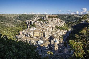 View from Ragusa Superiore to Ragusa Ibla with Duomo di San Giorgio, Ragusa, Sicily, Italy - MAMF00746