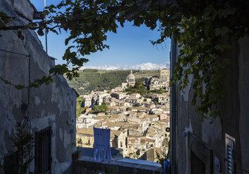 View from Ragusa Superiore to Ragusa Ibla with Duomo di San Giorgio, Ragusa, Sicily, Italy - MAMF00749