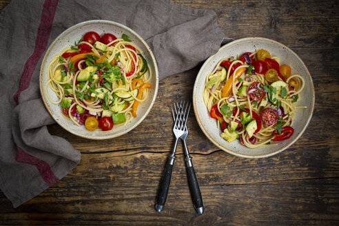 Spaghetti with grilled vegetables, paprika, zucchini, avocado, tomato, coriander - LVF08064