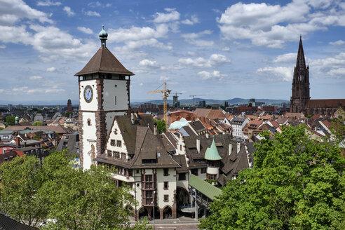 Deutschland, Baden-Württemberg, Freiburg im Breisgau, das historische Schwabentor in der Altstadt - ELF02021