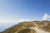 Hiker on Almbrunn hiking trail, Lammersdorf Mountain, Nock Mountains, Carinthia, Austria - GWF06090