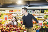 Father and daughter buying fresh apples in supermarket - MASF12757
