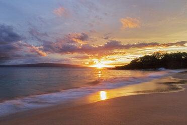 Big Beach at sunset, Makena Beach State Park, Maui, Hawaii, USA - FOF10838