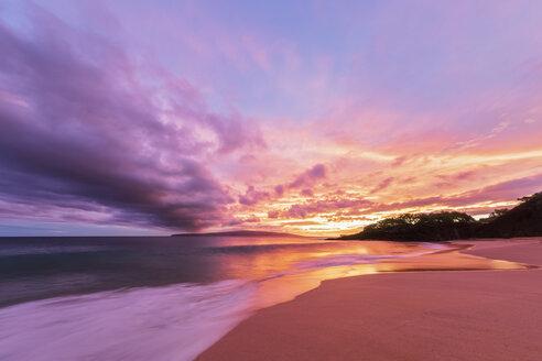 Big Beach at sunset, Makena Beach State Park, Maui, Hawaii, USA - FOF10841