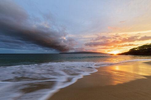 Big Beach at sunset, Makena Beach State Park, Maui, Hawaii, USA - FOF10847