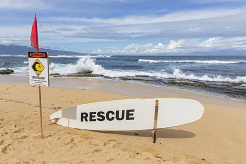 Rescue surfboard, red flag and warning sign at Ho'okipa Beach Park, Hawaii, USA - FOF10856