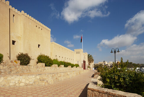 City wall and entrance to souk, Nizwa, Oman - WWF05051