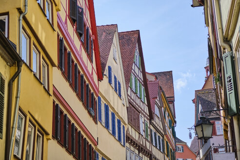 Row of houses in the old town, Tuebingen, Baden-Wuerttemberg, Germany - MRF01998