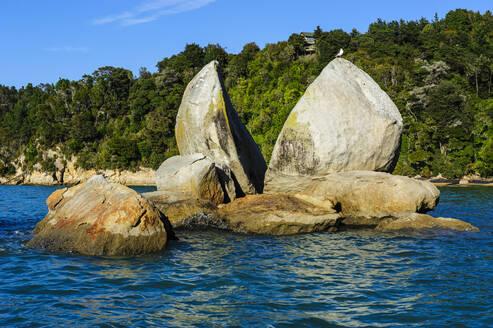 Split apple rock, Abel Tasman National Park, South Island, New Zealand - RUNF02549