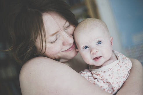 Happy mother holding her baby daughter - IHF00101