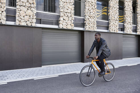Man with bike in Barcelona - JND00064