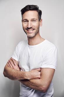 Portrait of man wearing white t-shirt - PNEF01577