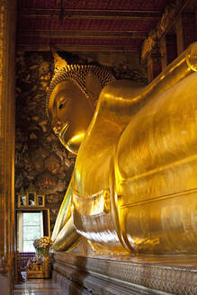 Gold statue of Buddha in temple, Bangkok, Thailand - MINF12180