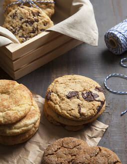 Close up of variety of cookies - MINF12620