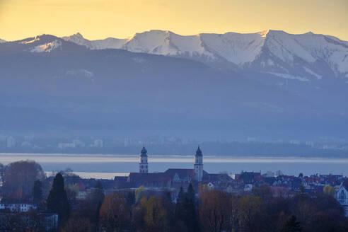 Sonenaufgang, Ausblick über Lindau auf den Bodensee und Vorarlberg, Hoyerberg, Bodensee, Lindau, Schwaben, Bayern, Deutschland, - LBF02590