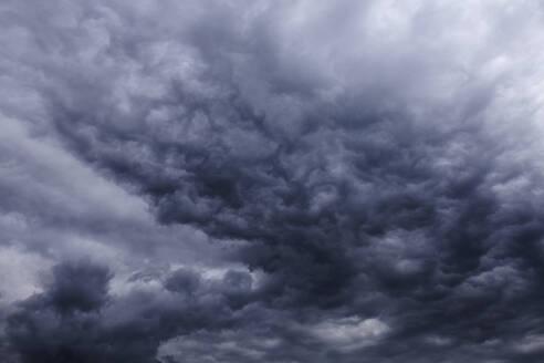 Dark rain clouds - TCF06106
