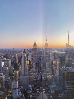 Skyline at sunset, Manhattan, New York City, USA - MMAF00987